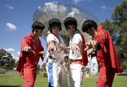 Tour thumb elvis photo shoot at the dish